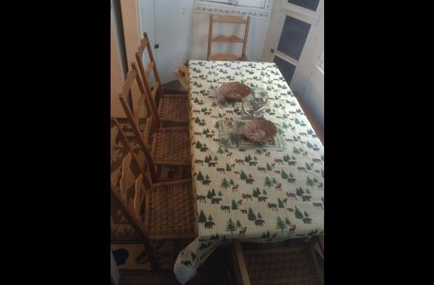 Dining Table sits 8 to 9